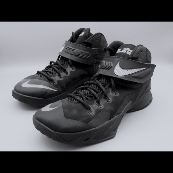 separation shoes d77bc 5ff2f Nike Lebron Soldier 8